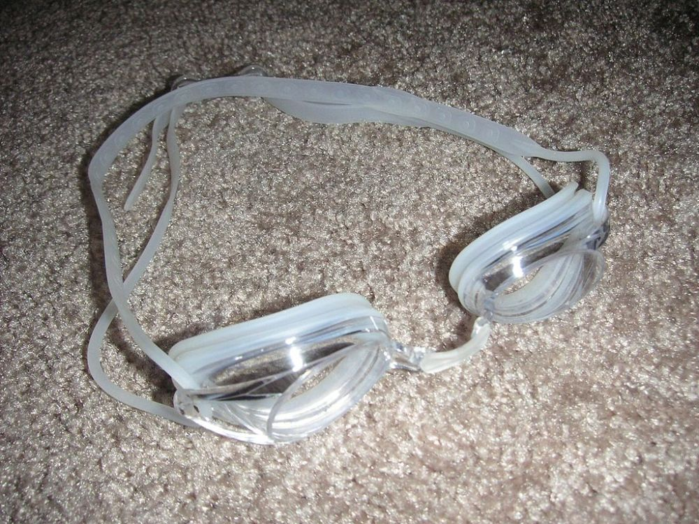 Swimming_goggles.JPG